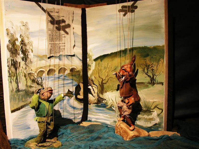 """1. """"Bracia mniejsi"""" – bajki Jeana de La Fontaine'a / Muzeum Lalek w Pilźnie - 2006 r. /"""