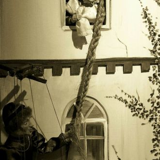"""4. """"Za siedmioma górami…"""" – bajki braci Grimm / Muzeum Lalek w Pilźnie - 2007 r."""
